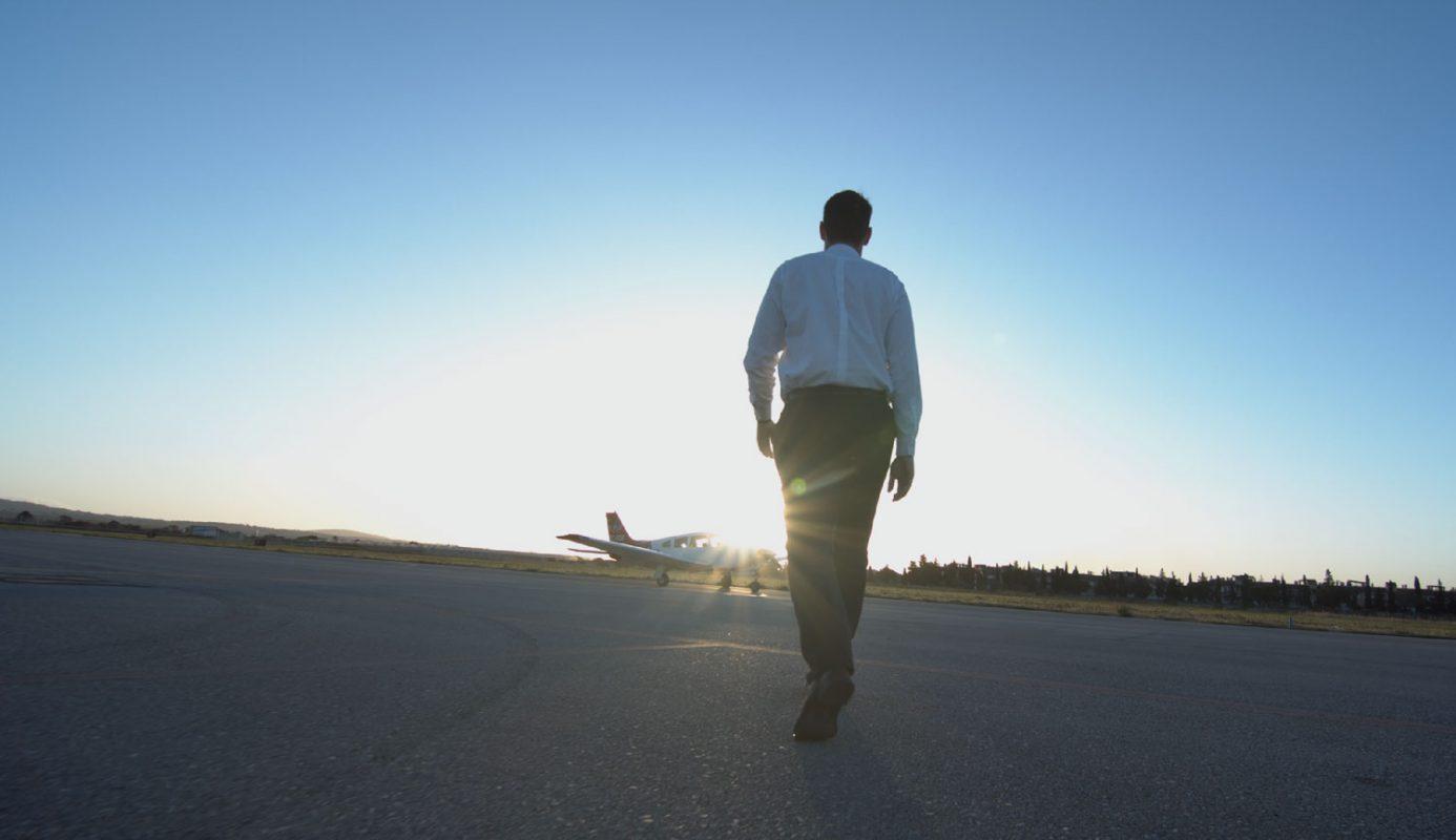 Alumno de Panamedia Escuela de Pilotos antes de empezar un día de vuelo